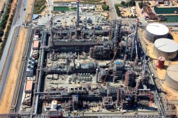 Racks de la refinería de La Rábida