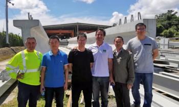 Adjudicatarios del cuarto puente sobre el canal visitan la fábrica de Panamá